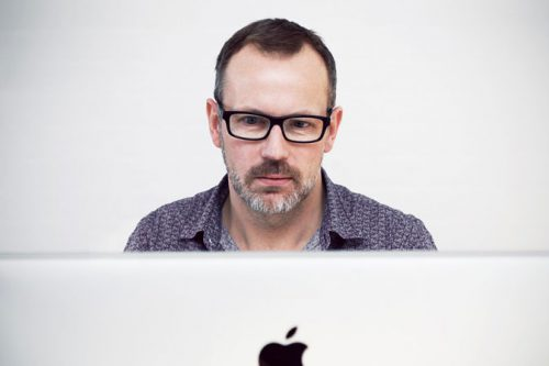 Do Managers Rate LinkedIn Photos Differently?